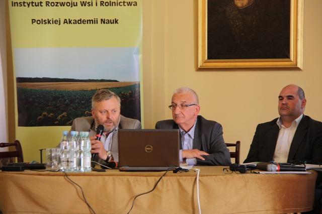 Prezes KRIR Wiktor Szmulewicz na prezentacji raportu