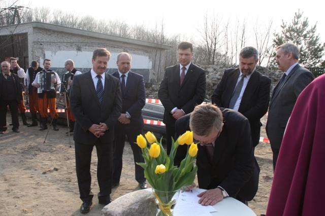 Wmurowanie kamienia węgielnego pod Ośrodek Szkoleniowo-Biurowy KRIR w Parzniewie